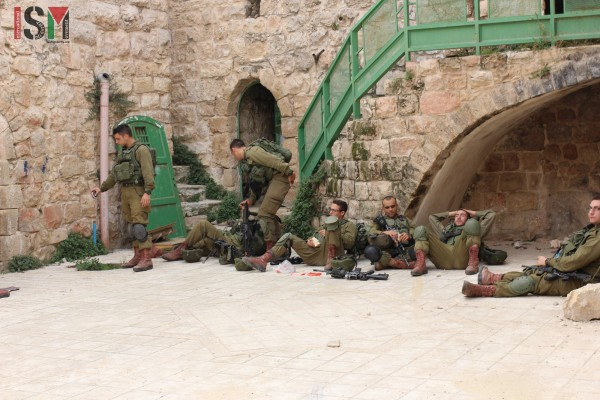 Israeli forces having a break in the streets
