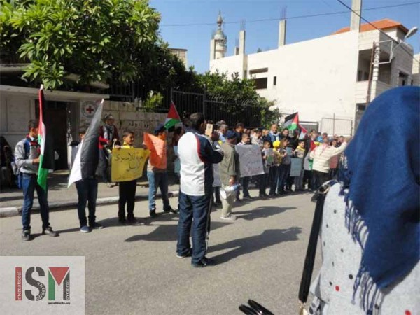 Children demonstrating in city center of Tulkarm