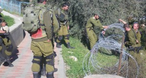 Soldiers blocked the way to the Cordoba school in al Khalil