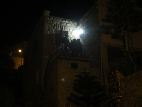 Israeli Forces entering house in Queitun