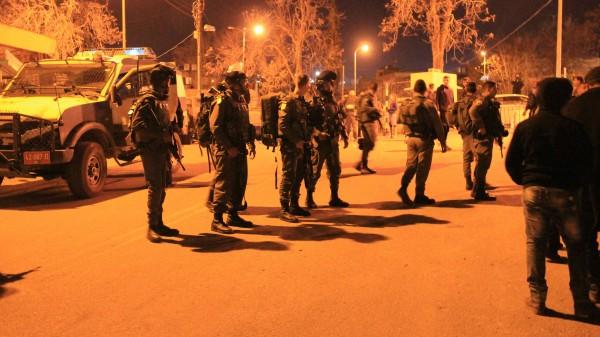 Israeli forces push back Palestinians
