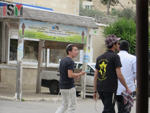 Israeli settlers with a Kahane-shirt (settler in the middle)