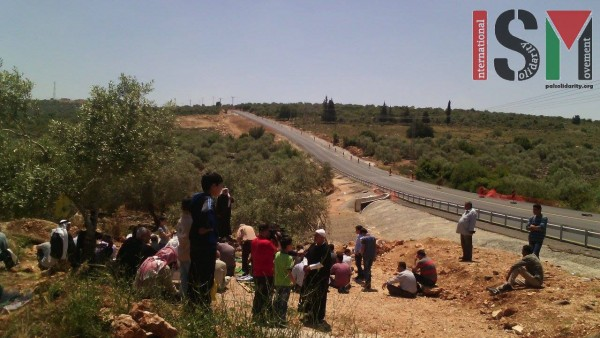 Farmers in Deir Istiya protesting the closure of their agricultural roads