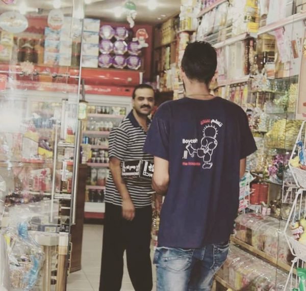 Awareness-raising about boycott in local shops Photo crecit: Tomorrow's Youth Forum (Moltaqa Sawa'd)