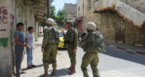 Israeli forces cornering children in the street for interrogation