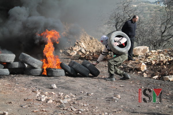 Blocking the road to Israeli forces